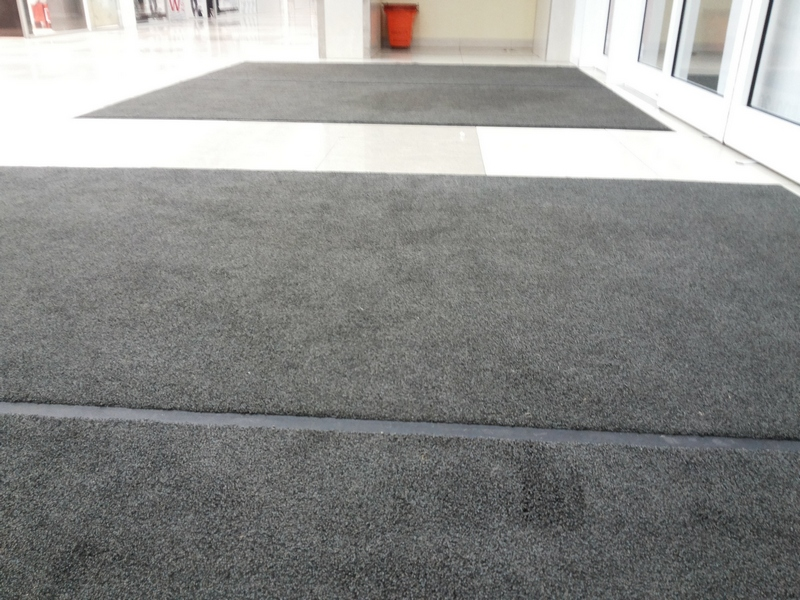 Аренда ковров на входе
