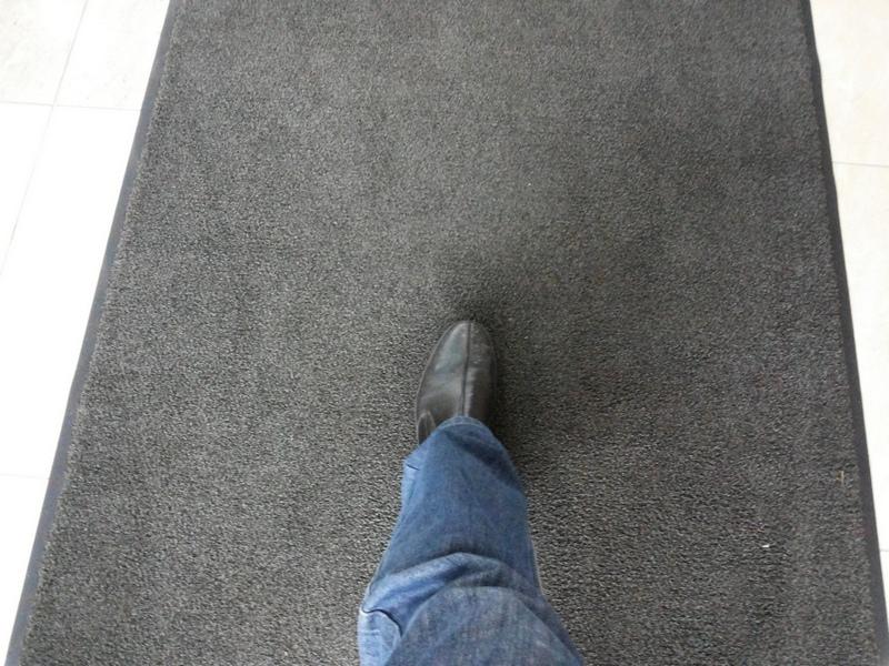 Грязезащитные ковры в работе